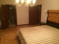 3-комнатная квартира, 130 м², 4 этаж помесячно