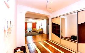 3-комнатная квартира, 140 м², 19/20 этаж посуточно, мкр Самал-2, Достык 160 — Жолдасбекова за 18 000 〒 в Алматы, Медеуский р-н