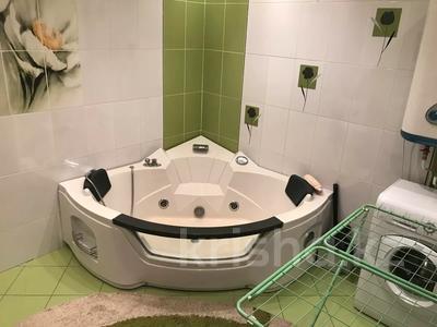 2-комнатная квартира, 100 м², 3/11 этаж помесячно, Академика Сатпаева 336 за 250 000 〒 в Павлодаре — фото 6