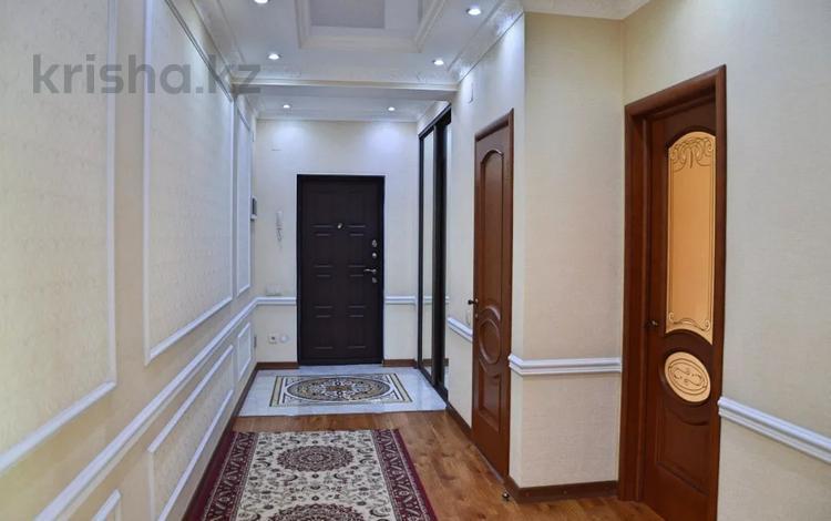 2-комнатная квартира, 88 м², 6/9 этаж посуточно, Сейфуллина 589а — Курмангазы за 13 000 〒 в Алматы, Алмалинский р-н