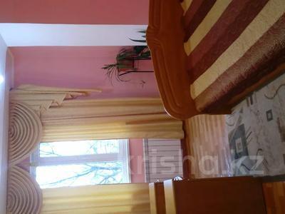 4-комнатная квартира, 80 м², 2/5 этаж помесячно, Сырым Датова 14 за 150 000 〒 в Атырау