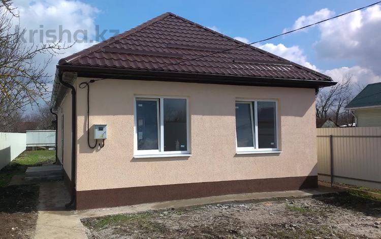 3-комнатный дом, 80 м², 4 сот., Витаминкомбинат за ~ 1.9 млн 〒 в Краснодаре