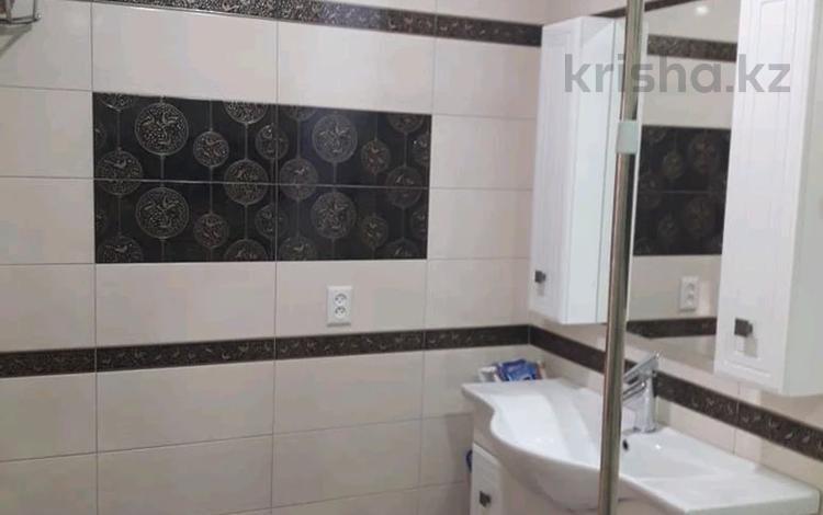 2-комнатная квартира, 77.4 м², 8/10 этаж, проспект Алии Молдагуловой 58/1 за 18 млн 〒 в Актобе