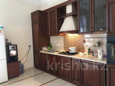 7-комнатный дом, 430 м², 7 сот., Ихсанова за 72 млн 〒 в Уральске — фото 2