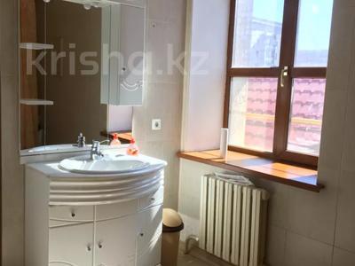 7-комнатный дом, 430 м², 7 сот., Ихсанова за 72 млн 〒 в Уральске — фото 4