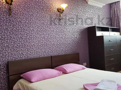 3-комнатная квартира, 80 м², 4/9 этаж посуточно, Кунаева 49 — проспект Жибек Жолы за 16 000 〒 в Алматы, Медеуский р-н — фото 2
