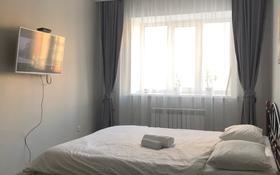 1-комнатная квартира, 40 м², 3/9 этаж посуточно, Бокенбай батыра 131 за 7 000 〒 в Актобе