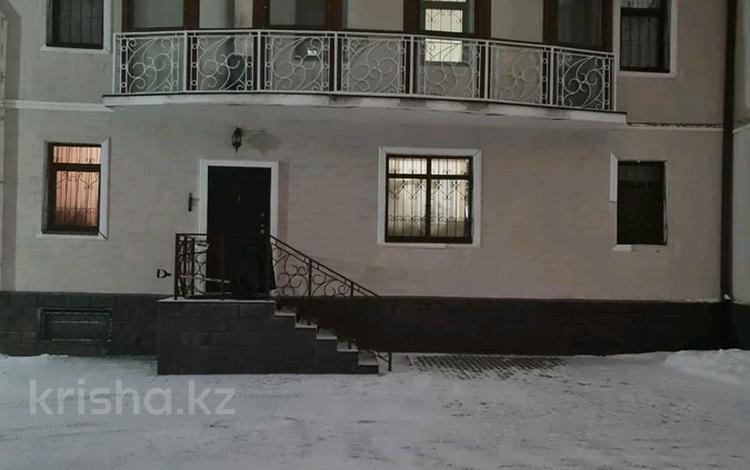6-комнатный дом, 365.5 м², Ауезова — Московская за 136 млн 〒 в Нур-Султане (Астана), Сарыарка р-н