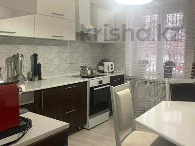 4-комнатная квартира, 120 м², 1/5 этаж помесячно, Кайсенова 123/1 за 450 000 〒 в Усть-Каменогорске