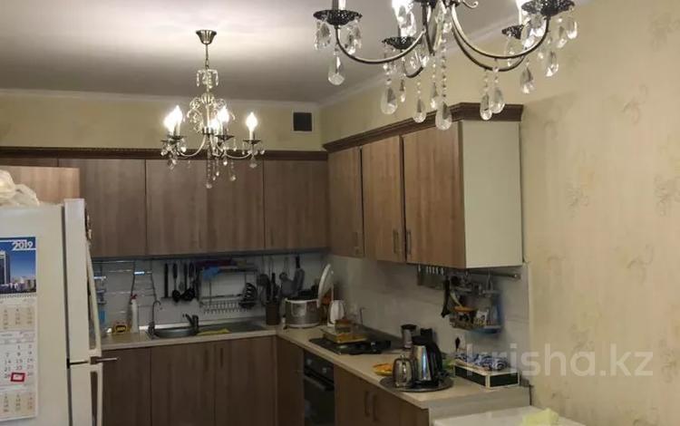 3-комнатная квартира, 90 м², 5/7 этаж помесячно, Керей, Жанибек хандар 8а за 170 000 〒 в Нур-Султане (Астана), Есиль р-н