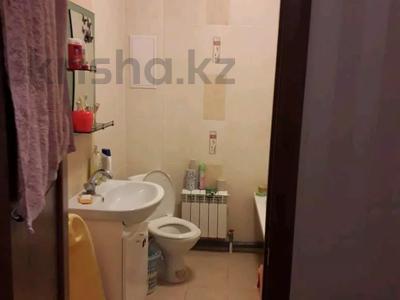 1-комнатная квартира, 44 м², 8/8 этаж, Санкибай 72к/3 — Алии молдагуловой за 12.5 млн 〒 в Актобе, мкр. Батыс-2