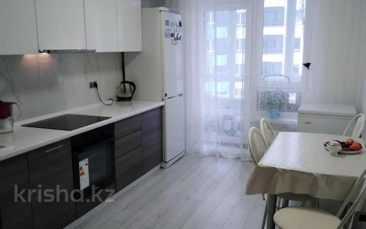 3-комнатная квартира, 90 м², 7/9 этаж, Орынбор 12 — проспект Кабанбай Батыра за 40.8 млн 〒 в Нур-Султане (Астана), Есиль р-н