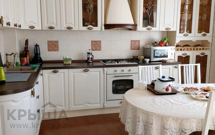 5-комнатный дом, 250 м², 10 сот., Уральск за 60 млн 〒