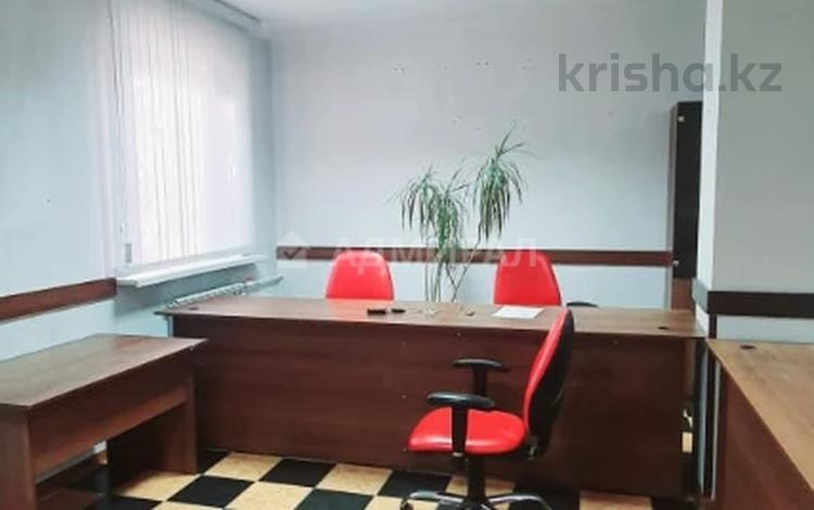 Офис площадью 40 м², Ерубаева за 13 млн 〒 в Караганде, Казыбек би р-н