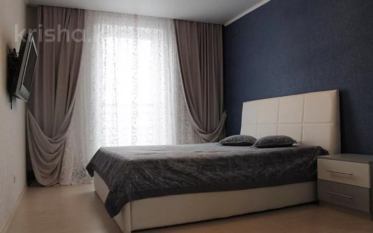 2-комнатная квартира, 75 м², 3/5 этаж посуточно, Санкибай батыра за 11 700 〒 в Актобе