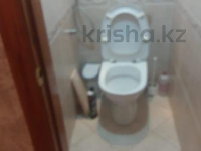 2-комнатная квартира, 60 м², 3/5 этаж помесячно, Вокзальная за 110 000 〒 в Уральске — фото 5