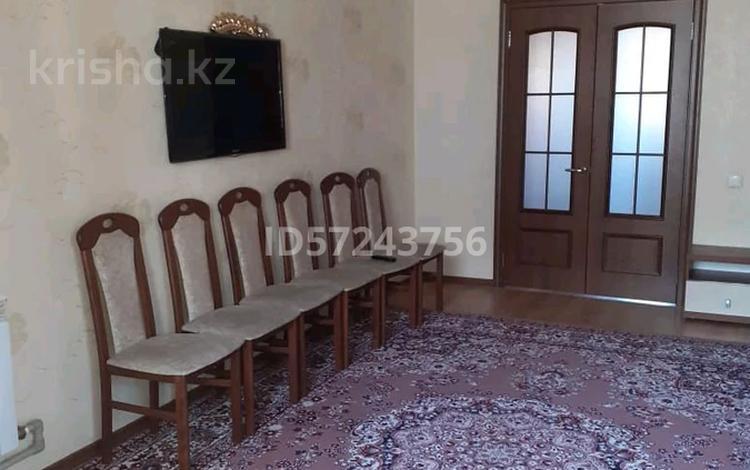3-комнатная квартира, 62 м², 5 этаж помесячно, Иртышская улица 27 за 100 000 〒 в Семее