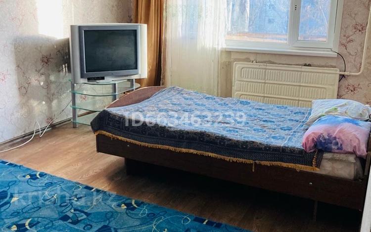 1-комнатная квартира, 31 м², 4/5 этаж посуточно, Абубакир Кердери 127 — Курмангазы за 5 000 〒 в Уральске