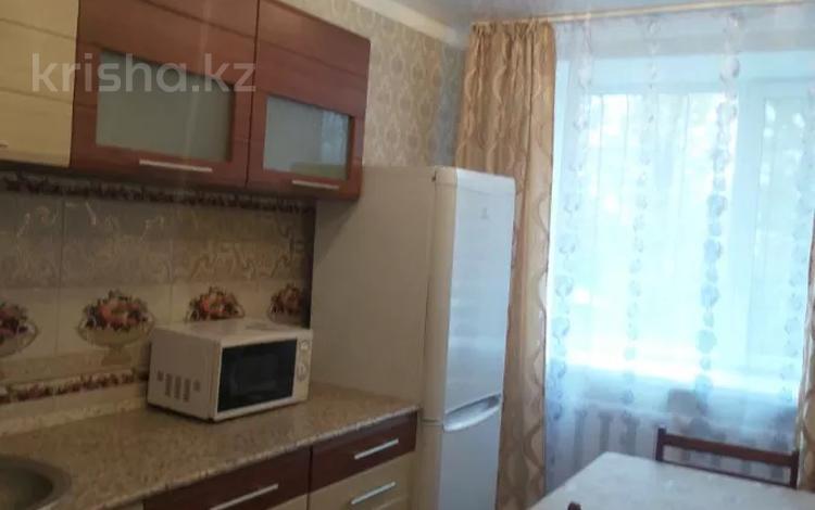 3-комнатная квартира, 65 м², 1/3 этаж посуточно, Механический проезд 8 за 10 000 〒 в Экибастузе