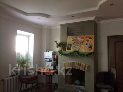 8-комнатный дом, 242 м², 10 сот., 8 микрорайон 50 за 25 млн 〒 в Балхаше — фото 6