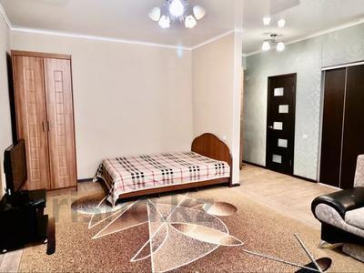 1-комнатная квартира, 39 м², 1/4 этаж посуточно, Конституции 16 — Назарбаева/Жумабаева за 6 000 〒 в Петропавловске