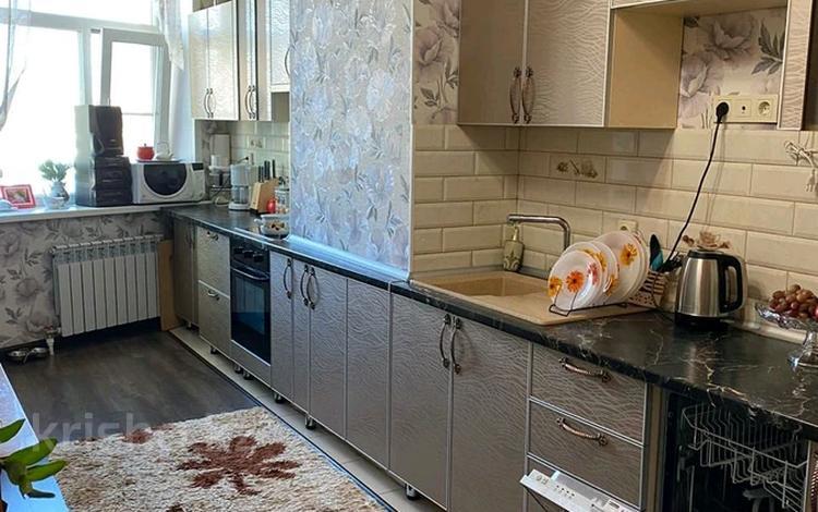 3-комнатная квартира, 105 м², 6/14 этаж, 11 мкр 144 за 26.5 млн 〒 в Актобе