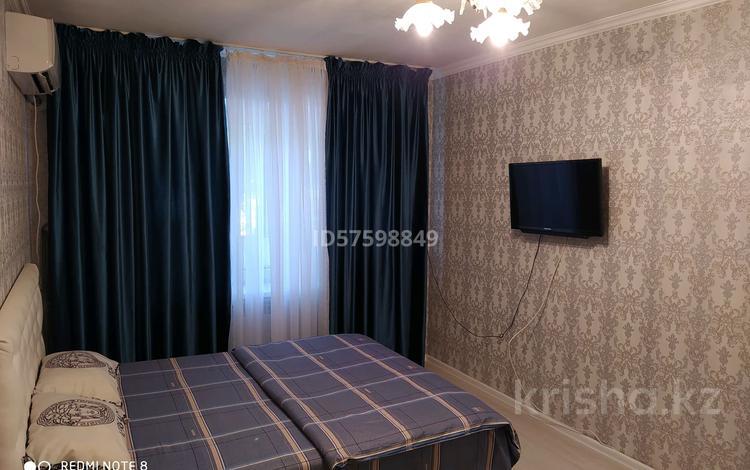 1-комнатная квартира, 33 м², 2/4 этаж посуточно, проспект Бауыржан Момышулы 5 — Площадь Аль-Фараби за 7 000 〒 в Шымкенте