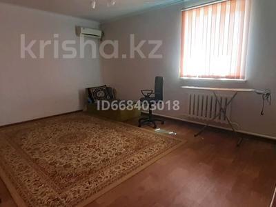6-комнатный дом, 250 м², 10 сот., Бейбітшілік 13 за 23 млн 〒 в Атырау, мкр Мирас
