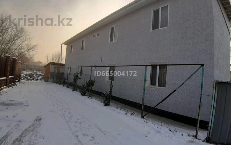 4-комнатный дом, 200 м², 8 сот., мкр Акбулак 19 — Бичурина за 45 млн 〒 в Алматы, Алатауский р-н