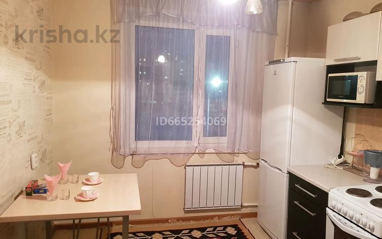 1-комнатная квартира, 45 м², 2/9 этаж по часам, мкр Юго-Восток, Таттимбета 18 за 1 000 〒 в Караганде, Казыбек би р-н