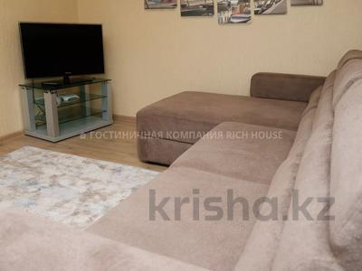 2-комнатная квартира, 50 м², 3/5 этаж посуточно, проспект Бухар Жырау 52А за 11 995 〒 в Караганде, Казыбек би р-н — фото 2