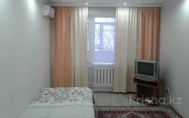 1-комнатная квартира, 38 м², 1/10 этаж, 11 микр 32 за 7 млн 〒 в Актобе, мкр 11