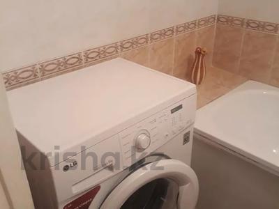 2-комнатная квартира, 52 м², 2/5 этаж помесячно, Степной-1 18 за 90 000 〒 в Караганде, Казыбек би р-н