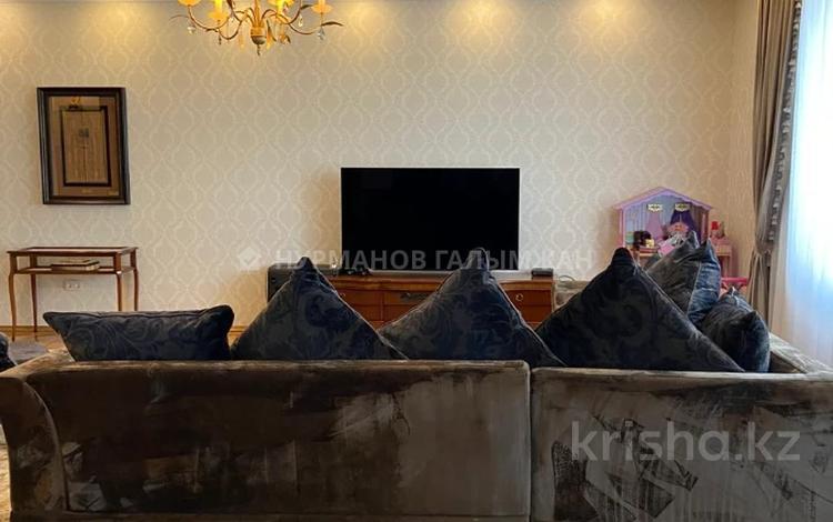 3-комнатная квартира, 176 м², 4/9 этаж помесячно, Фурманова 63 за 550 000 〒 в Алматы, Медеуский р-н