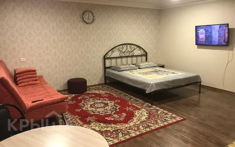 1-комнатная квартира, 34 м² посуточно, Сатпаева 2 — проспект Казыбек би за 7 000 〒 в Усть-Каменогорске