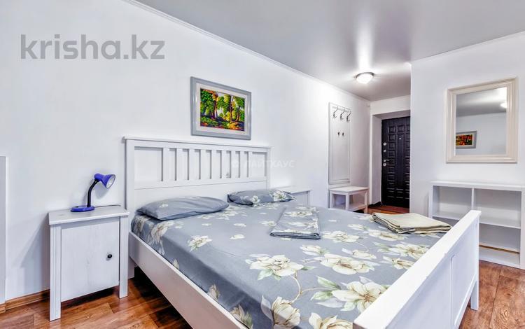 1-комнатная квартира, 38 м², 2/5 этаж посуточно, Абылай хана 147 — Абая за 10 000 〒 в Алматы, Алмалинский р-н