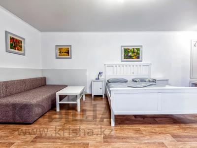 1-комнатная квартира, 38 м², 2/5 этаж посуточно, Абылай хана 147 — Абая за 12 000 〒 в Алматы, Алмалинский р-н