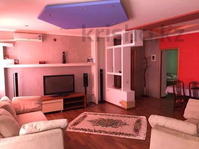 3-комнатная квартира, 90 м², 4/5 этаж посуточно, Абулхаир хана 84 — Оспанова за 7 000 〒 в Актобе, Новый город