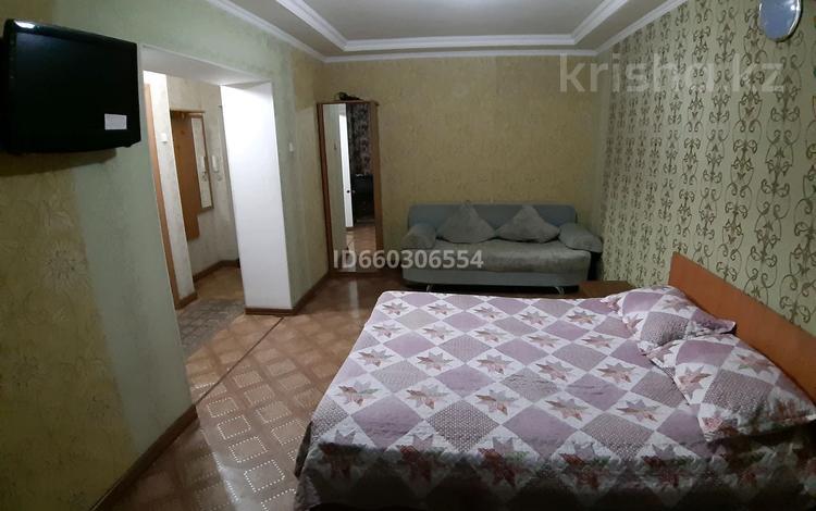 1-комнатная квартира, 42 м², 2/5 этаж посуточно, Байтурсынова 17 — Айтеке Би за 6 000 〒 в Алматы, Алмалинский р-н