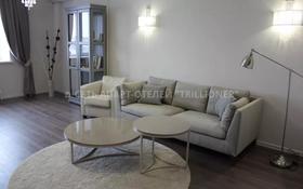 2-комнатная квартира, 75 м², 8/8 этаж посуточно, проспект Алии Молдагуловой 30Б за 14 990 〒 в Актобе