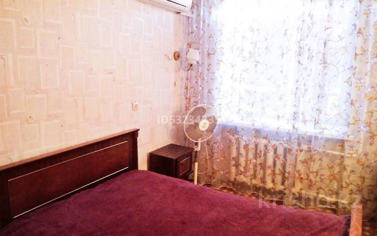 2-комнатная квартира, 57 м², 4/9 этаж посуточно, Евразия 104/1 — Петровского за 8 000 〒 в Уральске