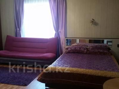 1-комнатная квартира, 40 м², 2/4 этаж посуточно, Уранхаева — Валиханова за 6 000 〒 в Семее — фото 2