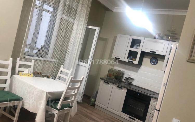 1-комнатная квартира, 40 м², 7/21 этаж посуточно, Туркестан 14/а за 10 000 〒 в Нур-Султане (Астана), Есиль р-н