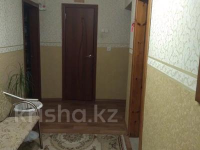 3-комнатная квартира, 70 м², 9/9 этаж, Шахтеров 1 — Язева за 15.8 млн 〒 в Караганде, Казыбек би р-н — фото 2