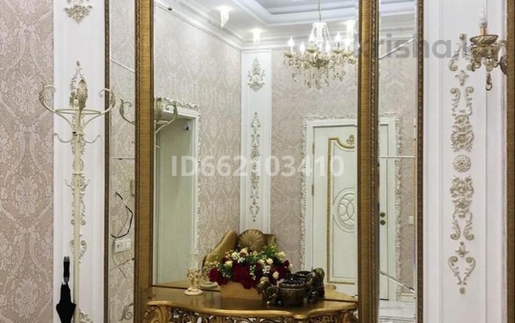 8-комнатный дом, 600 м², 12 сот., Микрорайон Самал — Есенжанова за 340 млн 〒 в Уральске
