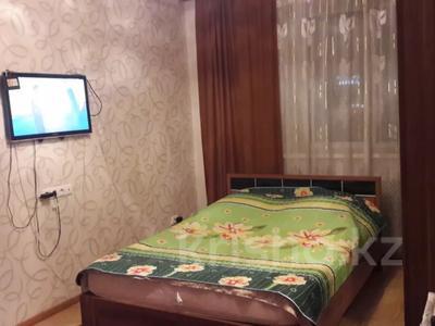 1-комнатная квартира, 36 м², 4/9 этаж посуточно, Сыганак 10 — Сауран за 6 000 〒 в Нур-Султане (Астана), Есиль р-н — фото 2