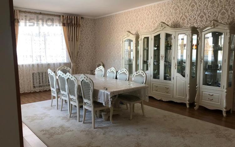 6-комнатный дом, 200 м², 8 сот., Мкр.Самал-2 111 — Казиева за 45 млн 〒 в Шымкенте