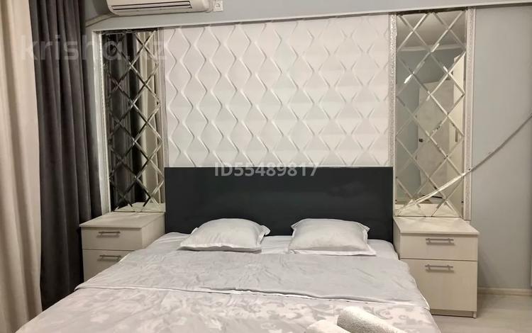1-комнатная квартира, 40 м² посуточно, мкр Нурсая за 10 000 〒 в Атырау, мкр Нурсая