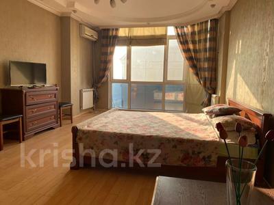 1-комнатная квартира, 52 м², 6/9 этаж по часам, мкр Таугуль, Мустай Карима 12/14 — Саина за 2 000 〒 в Алматы, Ауэзовский р-н