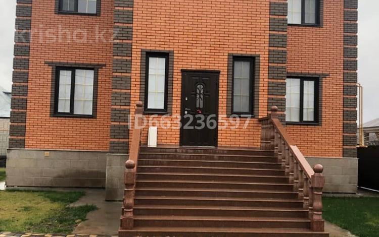 8-комнатный дом, 450 м², 10 сот., Старый город, Кунаева за 279.9 млн 〒 в Актобе, Старый город